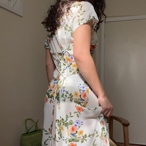 Beautiful vintage tie back button down dress